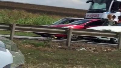 cep telefonu -  Trafikte kadın sürücülerin saç saça baş başa kavgası kamerada
