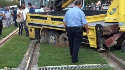 bild -   'U' dönüşü yapmak isteyen kurtarıcı tramvay seferlerini 1 saat aksattı