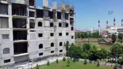 Ağrı'da inşaat işçisinin 6'ncı katta ölümle dansı