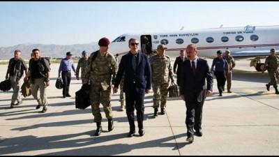 Genelkurmay Başkanı Orgeneral Güler, Bakan Akar ile Yüksekova'da birlikleri denetledi