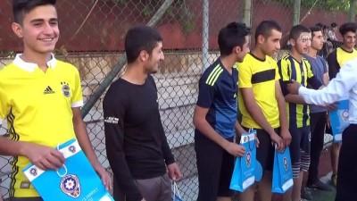 Yüksekova'da polislerle öğrenciler futbol oynadı - HAKKARİ