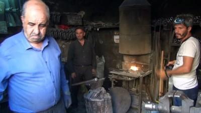 50 yıllık demircilik hayatında hakim, mimar ve doktor yetiştirdi