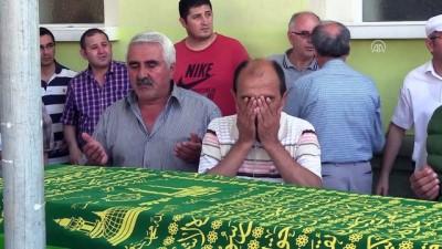 Eskişehir'deki zehirlenme - 3 kişinin cenazesi toprağa verildi