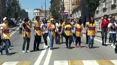 Sivas olaylarının 25. yılı - Bilim ve Kültür Merkezi'nin önüne karanfil bırakıldı - SİVAS