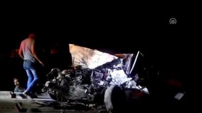 Birecik'de trafik kazası: 2 ölü, 2 yaralı - ŞANLIURFA Video