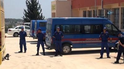 Denizde kurtarılan göçmenler Mersin İl Göç İdaresi Müdürlüğü'ne gönderildi