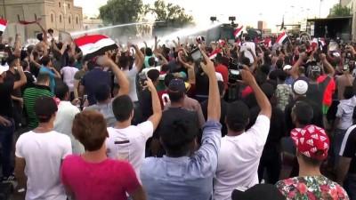 Iraklı göstericilere Yeşil Bölge yakınında müdahale - BAĞDAT