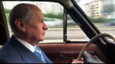 MHP Lideri Bahçeli klasik otomobiliyle Ankara yollarında