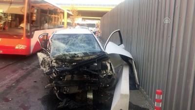 Otomobil mobilya mağazasına çarptı: 4 yaralı - İZMİR