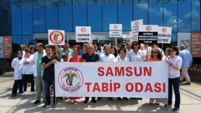 Samsun'da sağlıkçılar sağlıkta şiddete tepki için eylem yaptı