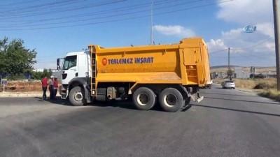 isci servisi -  Hafriyat kamyonu ile işçi servisi çarpıştı: 5 yaralı