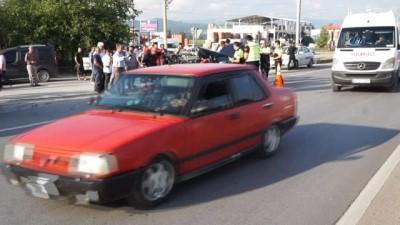 trafik kazasi -  Kamyon, ışıklarda duran otomobile çarptı: 3 yaralı