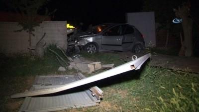 hastane -  Otomobil kapıya çarptı: 4 yaralı