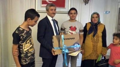ogrenciler -  Şahinbey Belediye Başkanı Tahmazoğlu'ndan başarılı yetim öğrenciye bilgisayar