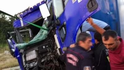 trafik kazasi -  Samsun'da kamyon, kamyona arkadan çarptı: 1 yaralı