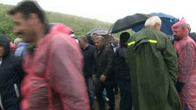 korkuluk -  Dünyanın en tehlikeli yolunda sis ve yağmura rağmen yürüdüler