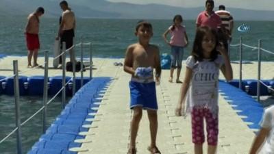gures -  Kars'ta sıcaktan bunalanlar Çıldır Gölü'nde serinliyor