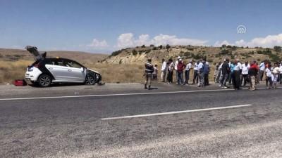 trafik kazasi - Motosiklet ile otomobil çapıştı: 1 ölü, 8 yaralı - ELAZIĞ