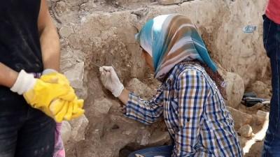 anit mezar -  2 bin yıllık Antiochia ad Cragum kenti kazılarında yeni mozaik alanlar bulundu