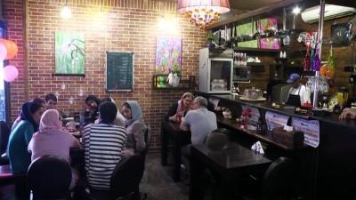 İran'da down sendromlu gençlerin çalıştığı 'Downtism' kafe - TAHRAN