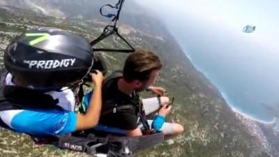 amator -  Paraşütle bin 800 metre yükseklikte klarnet çaldı