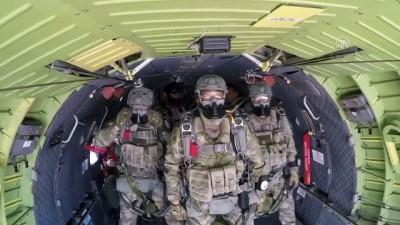 Bordo berelilerin paraşüt eğitiminden özel görüntüler