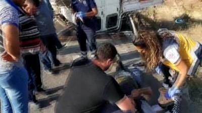 servis araci -  İşçileri taşıyan servis yoldan çıkarak bariyerlere çarptı: 7 yaralı