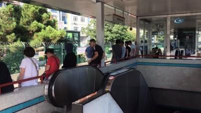metro istasyonu -  İstanbul'da ulaşıma yağmur engeli