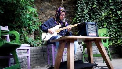 'Elektro gitar benim için farklı bir ifade aracının yolu oldu' (2) - İSTANBUL