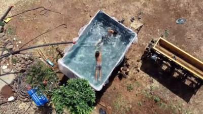 Çocukları sıcaktan bunalan baba römorku havuza çevirdi...Römork havuz havadan görüntülendi