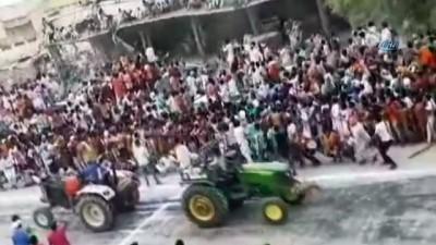 - Hindistan'da tribün çöktü: 5'i ağır 17 yaralı