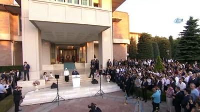 - Başbakan Yıldırım Başbakanlık personeliyle vedalaştı
