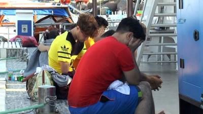 Ege denizinde can pazarı... Tekneleri batan Suriyeli kaçakları tur teknesi kurtardı