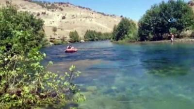 Nehirde mahsur kalan anne ve oğlunu itfaiye kurtardı