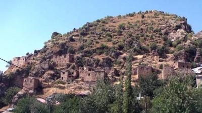 Çukurca'daki tarihi kale evleri turizme kazandırılacak - HAKKARİ