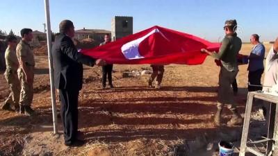 Suriye sınırına 6 metrelik Türk bayrağı - ŞANLIURFA