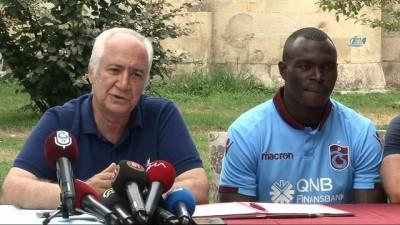 Trabzonspor'da Zargo Toure sözleşme imzaladı -1-