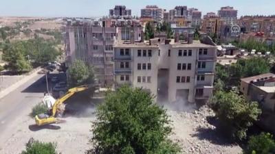 Adıyaman'da bina yıkımı