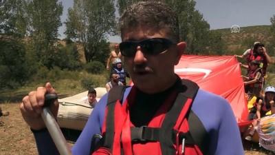 Raftingciler 'Başbağlar Katliamı' şehitlerini andı - ERZİNCAN