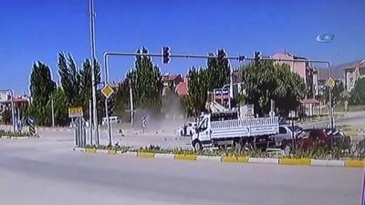 Sandıklı'daki trafik kazası böyle görüntülendi