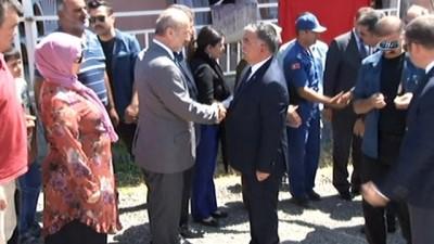 Bakanı İsmet Yılmaz, Eylül'ün ailesine taziye ziyaretinde bulundu