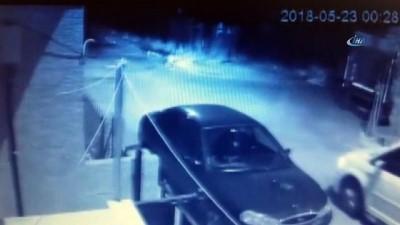 Büyükçekmece'de öldürülen şahsın, katillerinden kaçış anı kamerada