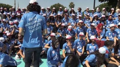 Gönüllü turizm elçileri Tarihi Yarımada'da görev başında - İSTANBUL