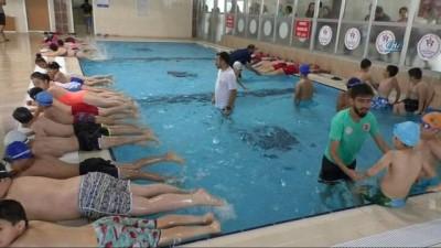 Hakkari'nin ilk yarı olimpik yüzme havuzu açıldı
