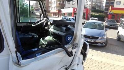 İşçi servisi ile otomobil çarpıştı:12 yaralı