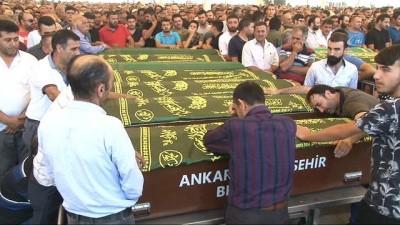 - Sivas'daki trafik kazasında hayatını kaybeden aynı aileden 5 kişi Ankara'da defnedildi