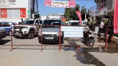 'Tapulu arazim' diyerek yolu trafiğe kapattı - ANTALYA