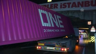 trafik yogunlugu - Unkapanı Köprüsü'nün altına sıkışan tır hasara neden oldu - İSTANBUL