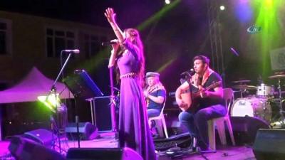 Afyonkarahisar Hocalar ilçesinde Uğur Işılak konser verdi
