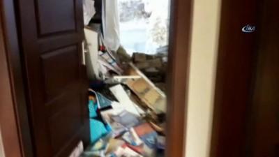 Hatay'da bir apartmana dev kaya parçaları düştü